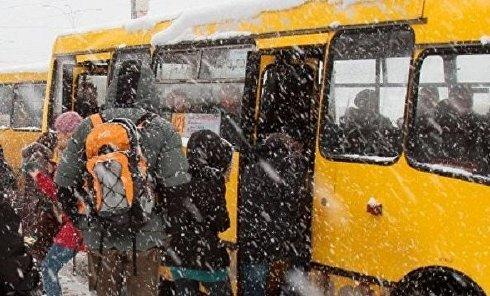 Работа общественного транспорта в Киеве в снегопад