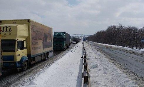 Транспорт остановился на трассе Днепр - Запорожье из-за плохих погодных условий