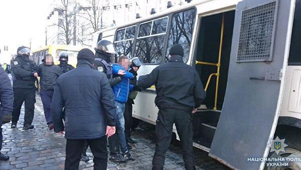 Под Кабмином задержали семерых человек после столкновений с правоохранителями