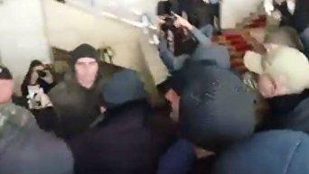Столкновения участников АТО и охраны Запорожского областного совета