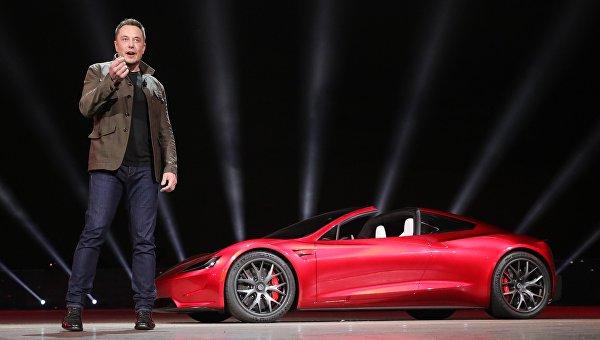 Инженер, предприниматель, изобретатель и инвестор Илон Маск на презентации новинок автомобильного подразделения компании Tesla Motors