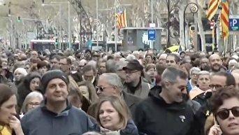 Более 30 человек пострадали в результате столкновений в Каталонии. Видео