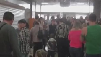 В сети появились кадры очевидца из горящего ТЦ в Кемерово. Момент эвакуации. Видео