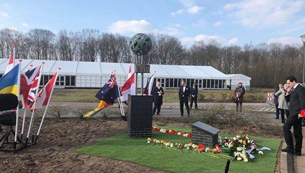 ВНидерландах открыли мемориал памяти жертв катастрофы рейса МН17