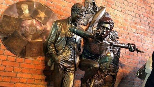 Памятник Дэвиду Боуи