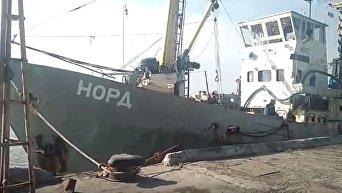 Пограничники задержали в Азовском море судно под флагом РФ