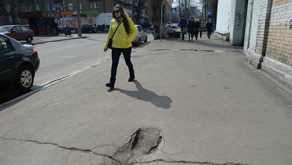 Асфальт в Киеве после зимы
