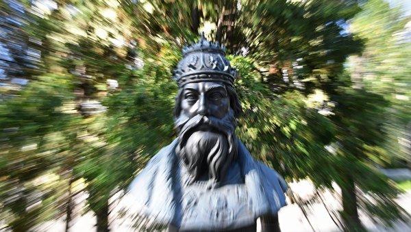 Бюст Великого князя Московского и всея Руси Ивана IV. Архивное фото