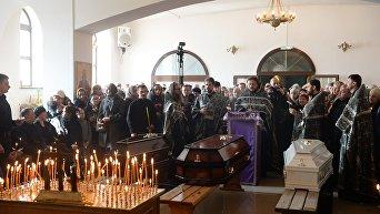 Прощание с погибшими при пожаре в торговом центре в Кемерово