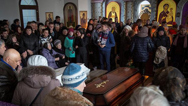 Похороны погибших при пожаре в торговом центре в Кемерово
