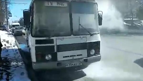 ВоВладимире зажегся  автобус срепортёрами, ехавшими проверять пожароопасностьТЦ