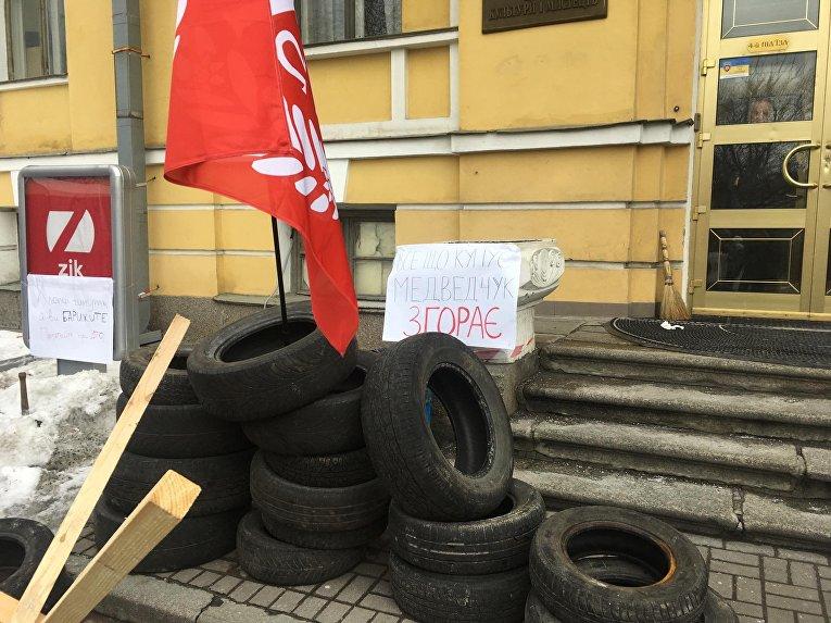 Канал ZIK требует от«Братства» снять блокаду ипросит отреагировать Авакова
