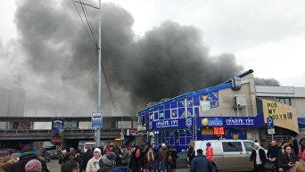 Пожар в Киеве у метро Левобережная