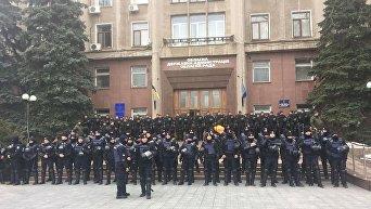 Николаевский областной совет под усиленной охраной силовиков