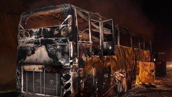 В Таиланде на ходу вспыхнул автобус