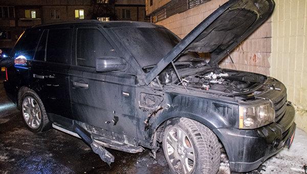 Взорвался и загорелся автомобиль Range Rover в Киеве