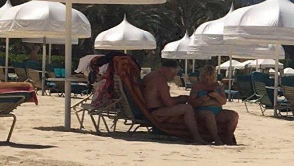 Павел Жебривский с женой на отдыхе в ОАЭ