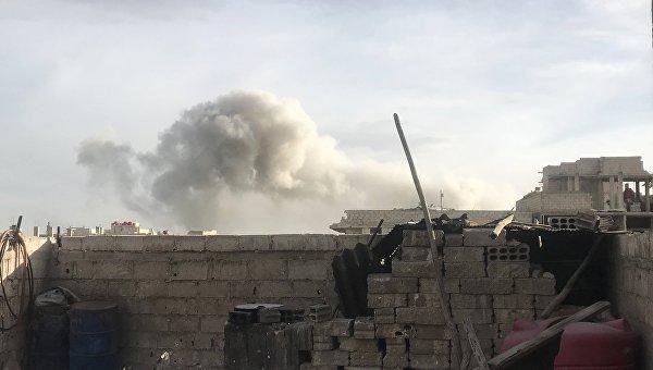Дым, возникший в результате ударов сирийской армии по позициям Джебхат ан-Нусра, в Восточной Гуте в пригороде Дамаска