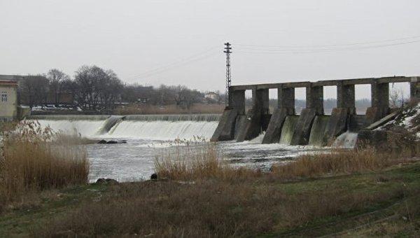На Первомайской ГЭС прорвало плотину