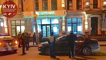 В Киеве дипломатическое авто РФ разбилось возле российского Сбербанка