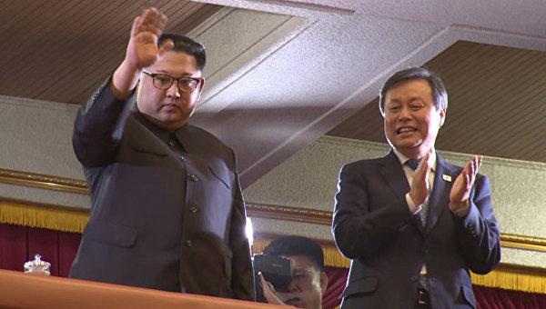Ким Чен Ын пришел на концерт южнокорейских звезд