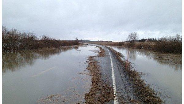 Растаявший снег затопил дорогу Полтава-Киев