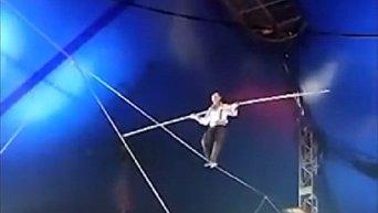 В России канатоходец выжил, упав с восьмиметровой высоты