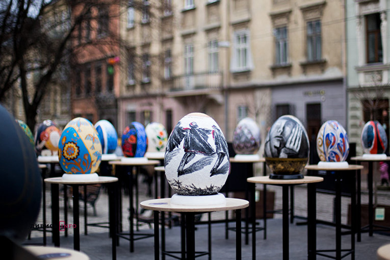 Фестиваль гигантских писанок во Львове