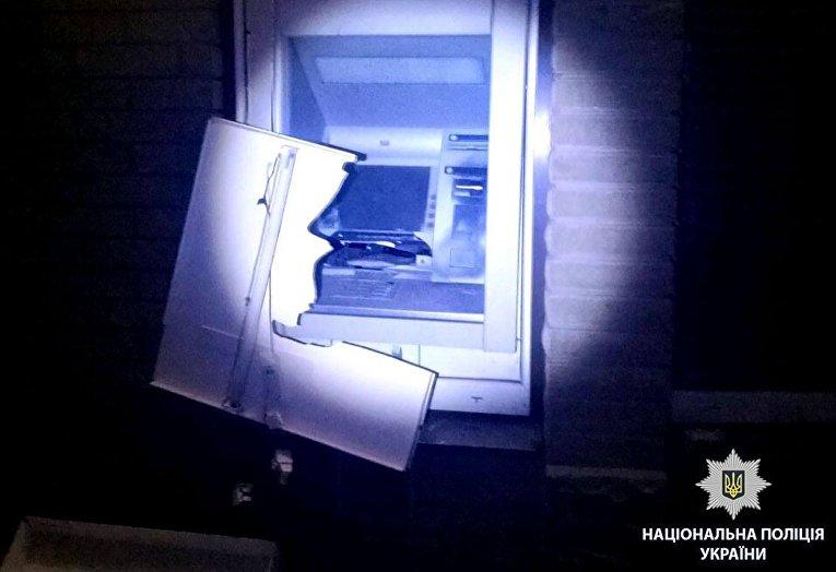 ВХарькове преступники взорвали банкомат изабрали изнего деньги
