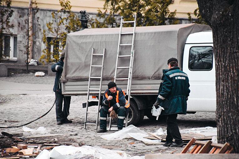 В Киеве на Андреевском спуске под покровом ночи снесли МАФы