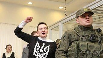 Надежда Савченко в суде. Архивное фото
