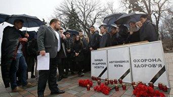 Акция студентов под Радой в поддержку Амосовой
