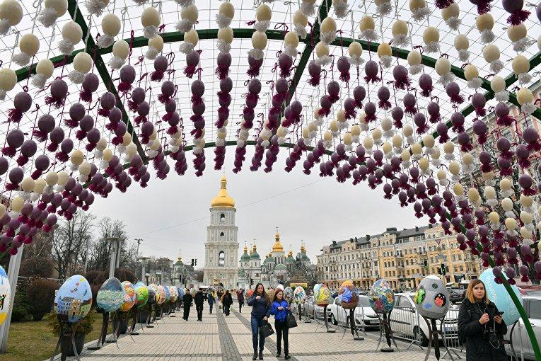 VIII Всеукраинский фестиваль писанок на Софийской площади в Киеве