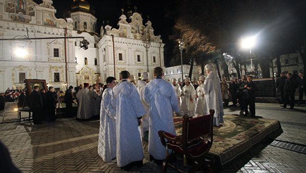 Праздничное пасхальное богослужение в Киево-Печерской Лавре