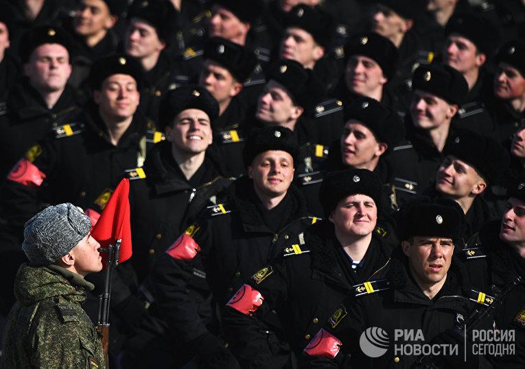 Военнослужащие во время репетиции Парада Победы на военном полигоне Алабино в Московской области.