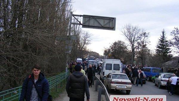Протестующие перекрыли движение по четырем мостам в Первомайске Николаевской области