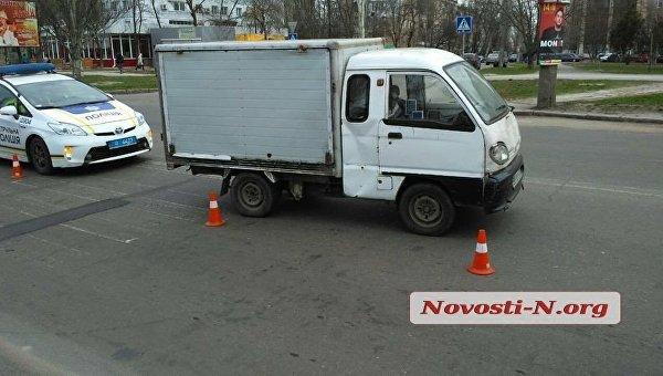 В Николаеве грузовик на переходе сбил женщину с ребенком