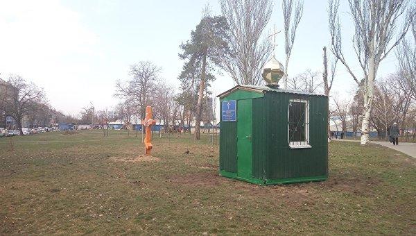 В Киеве установили крест и новый церковный МАФ