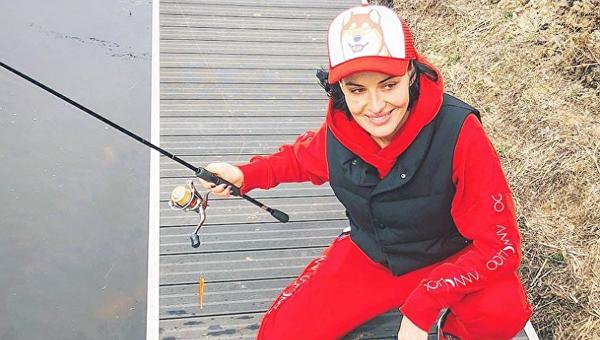 Даша Астафьева на рыбалке