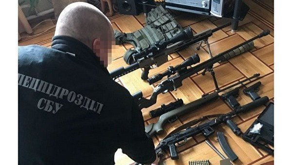 Изъятое во время обысков в Одессе оружие и боеприпасы