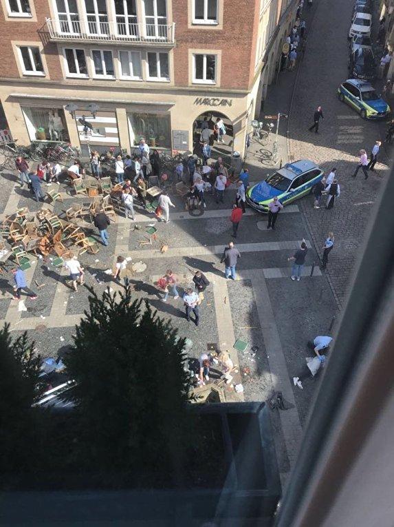 В Германии грузовик въехал в толпу