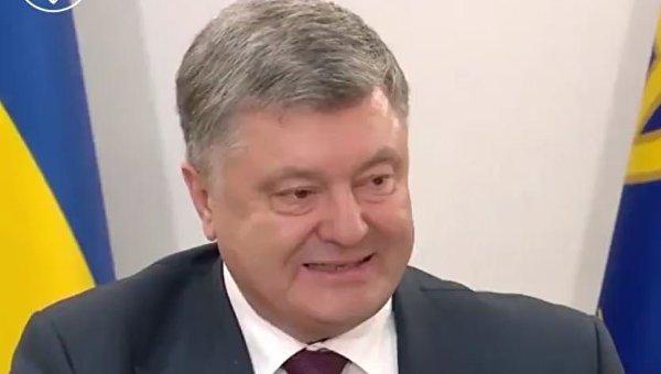 Порошенко в поздравлении к украинцам: война закончится нашей победой