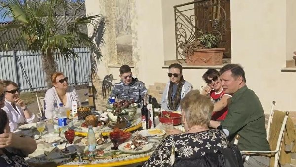 Олег Ляшко за семейным столом