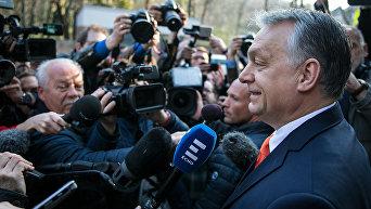 Премьер-министр Венгрии Виктор Орбан отвечает на вопросы журналистов в Будапеште в день парламентских выборов в Венгрии