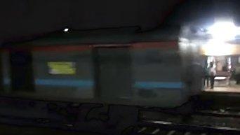 В Индии неуправляемый поезд с пассажирами ехал 12 километров задним ходом. Видео