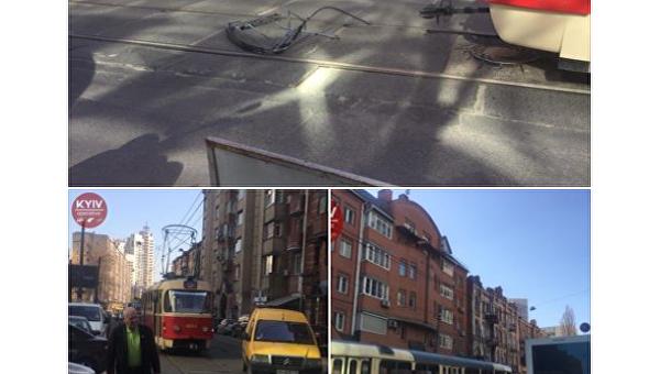 В центре Киева трамвай развалился на ходу