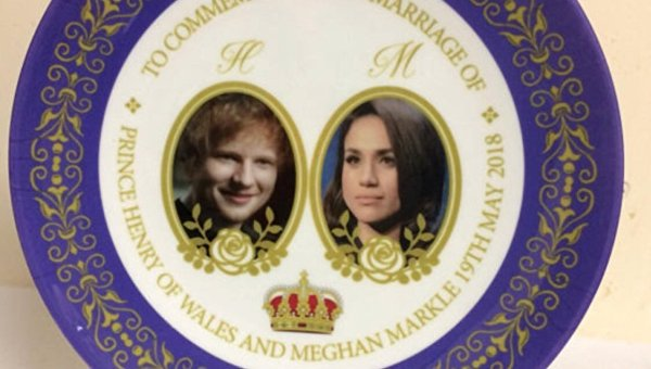 На сувенирной тарелке к свадьбе принца Гарри ошибочно изобразили певца Эда Ширана