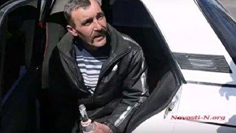 В Николаеве водитель выпил водки на глазах у патрульной полиции