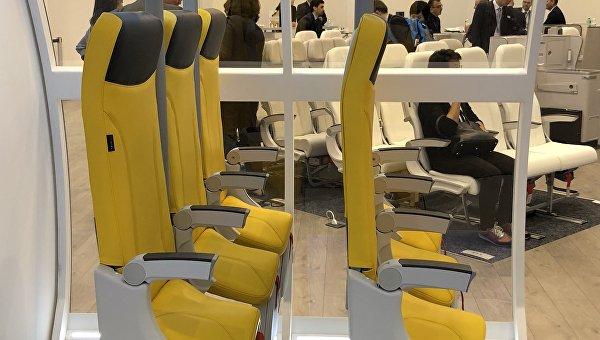 На выставке представлены стоячие кресла-седла для самолетов