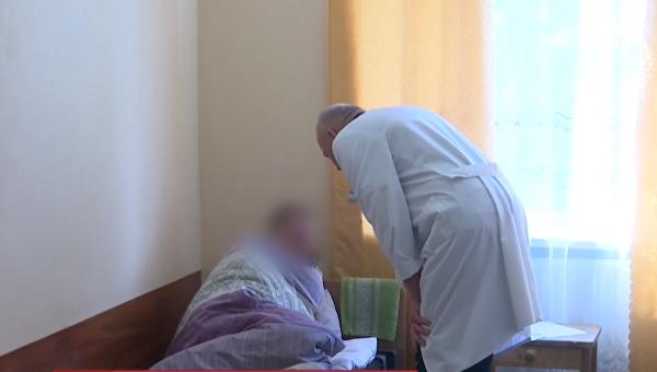 На Прикарпатье родители 30 лет держали сына взаперти